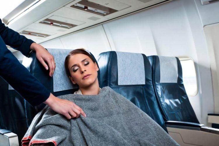 Cómo reacciona el cuerpo durante un viaje en avión: dolores, malestares y más