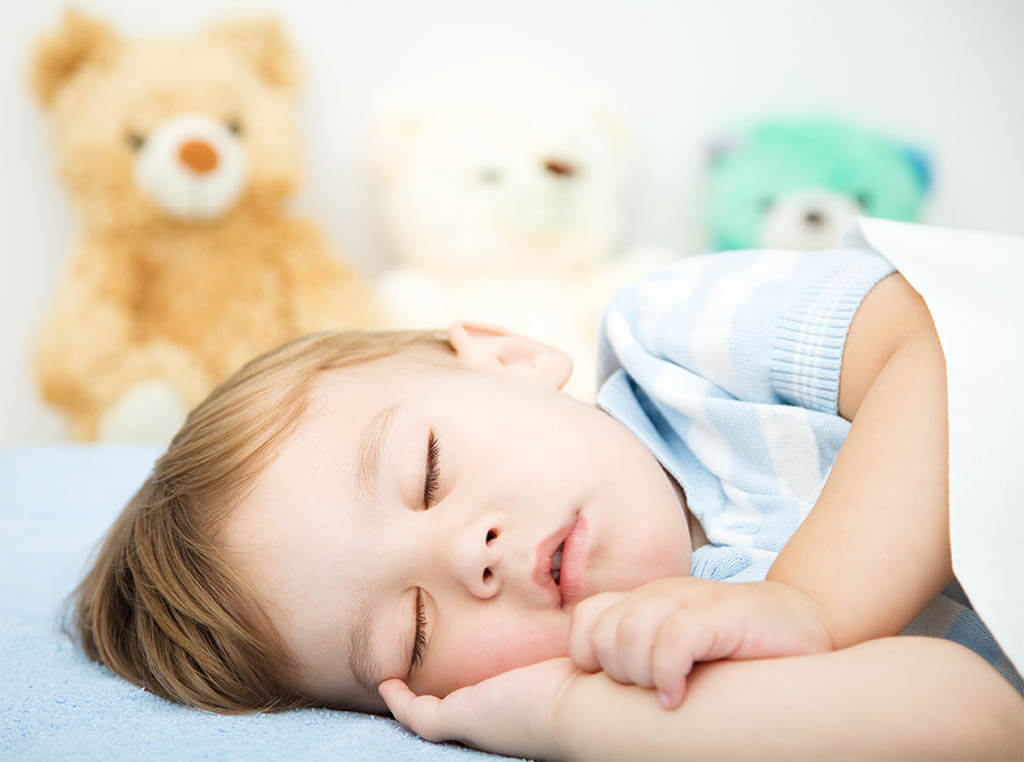 Dos años de edad durmiendo