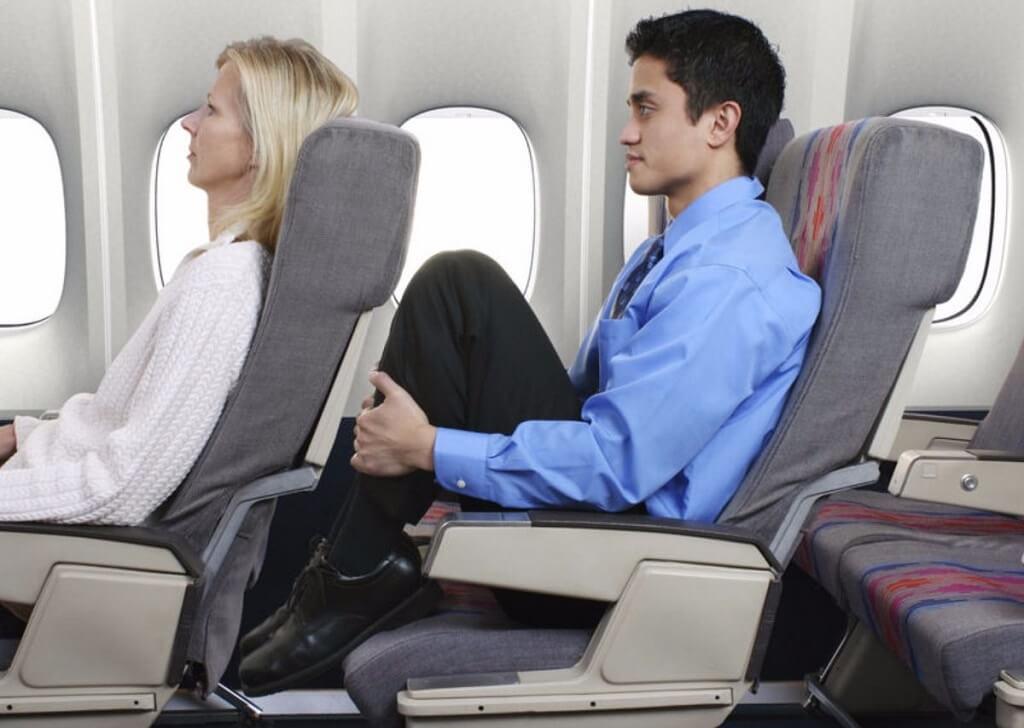 Problemas de piernas originados por el poco espacio entre asientos