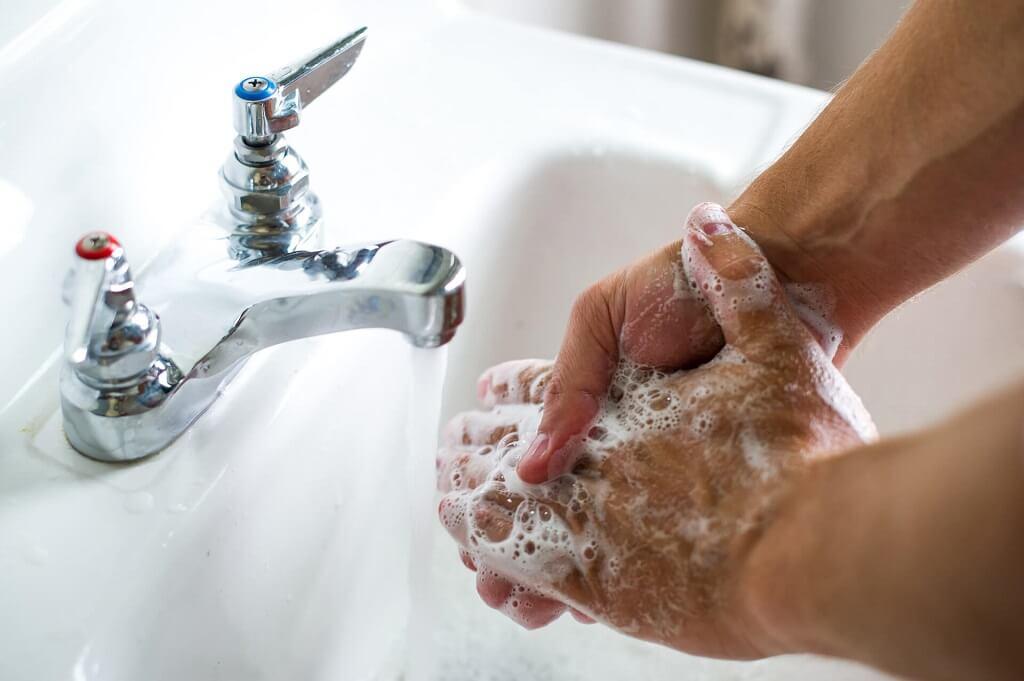 El lavado de manos es fundamental para evitar contagiarse cólera