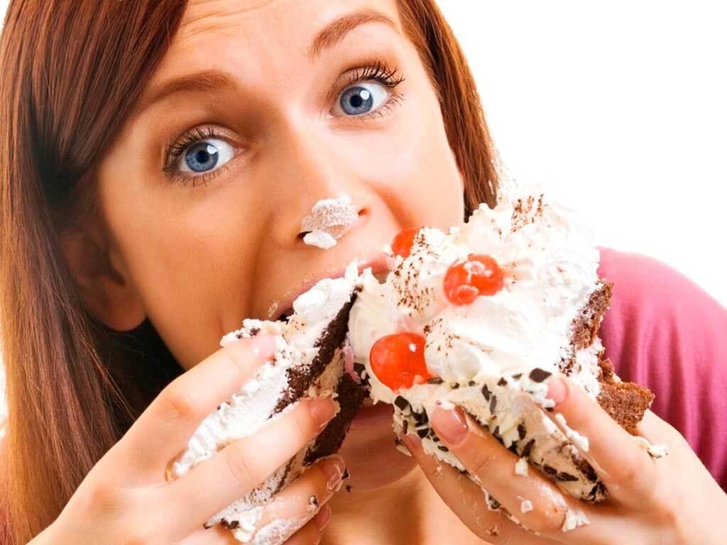 ¿Comer rápido hará que coma menos?