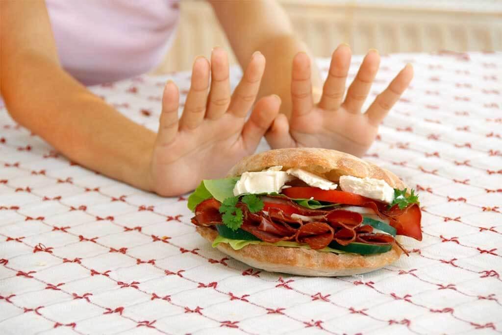 ¿Saltear comidas ayuda a adelgazar?
